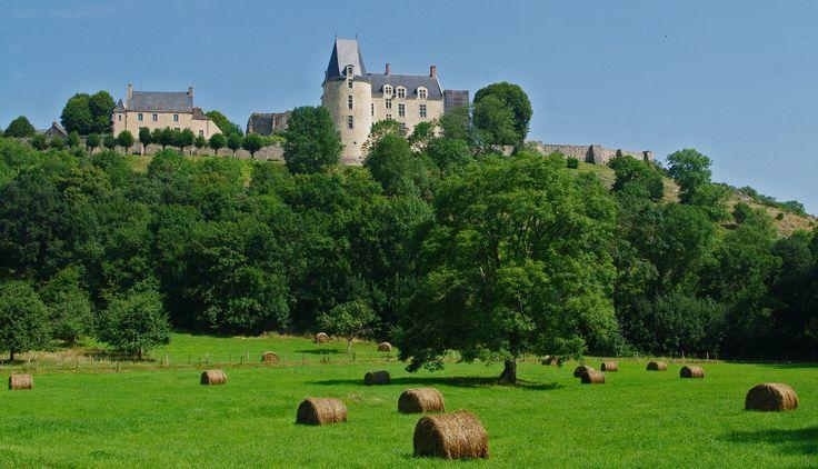 https://flic.kr/p/osKGXY | balade autour de Sainte Suzanne - Mayenne. | au fond…