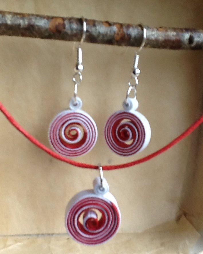 Boucles d'oreille et collier en quilling, papier roulé