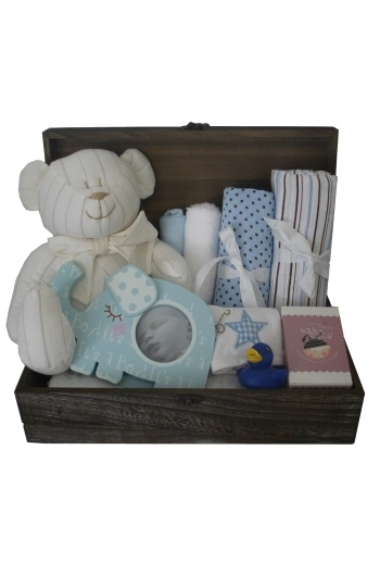 Snuggle Time Deluxe Keepsake Box    $150.00  Wooden keepsake box  2 muslin wraps  Super soft cuddle bear  Snuggle Time Peter Rabbit Book  Keepsake tooth & curl set  Cotton flannel  White cloth nappy  Body lotion for mum  Hoopla baby rattle