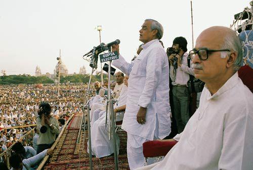 अटल बिहारी वाजपेयी की कहानी तस्वीरों की जुबानी