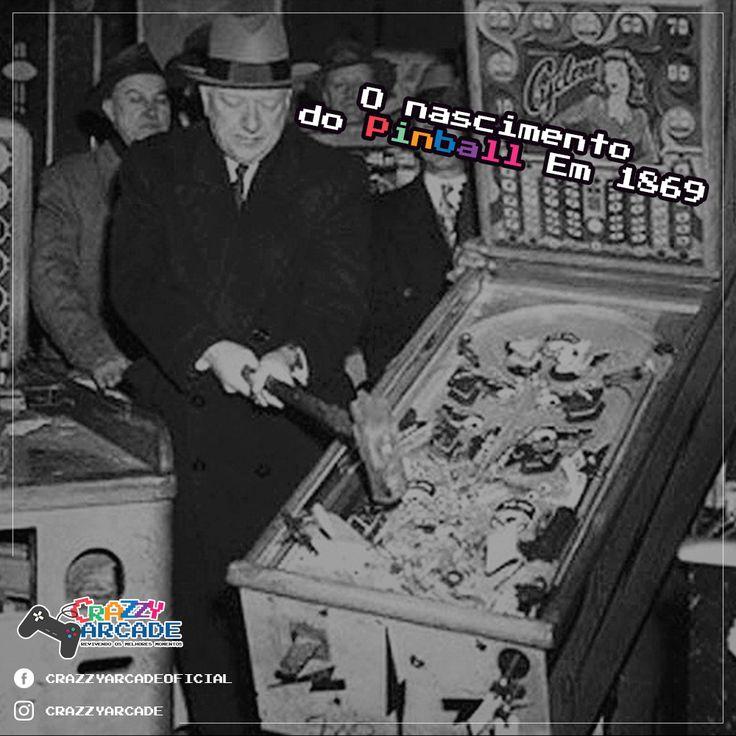 """Curiosidade: O nascimento do Pinball    Em 1869, um inventor britânico chamado Montegue Redgrave veio à America e construiu mesas de bagatelle em sua fábrica na cidade de Cincinnati, Ohio. Em 1871 Redgrave recebeu a patente americana pelos seus """"Aperfeiçoamentos em Bagatelle"""", que substituiam o taco por um lançador com mola. O jogador arremessava as bolas na mesa inclinada utilizando o lançador, algo que existe nas máquinas de pinball até hoje. Essa inovação tornou o jogo mais agradável aos…"""