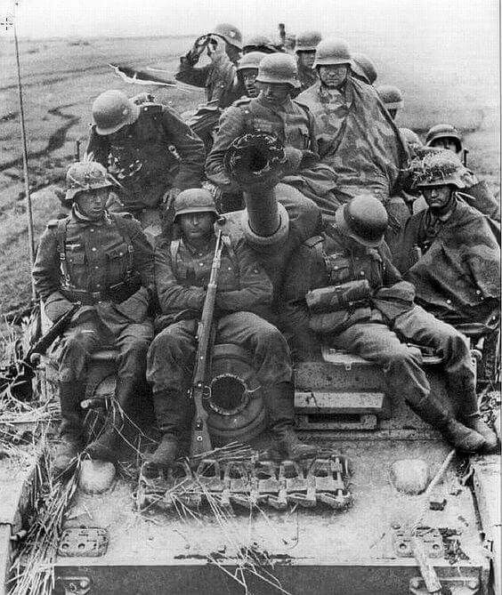 Exhausted grenadiers hitch a ride on a Panzer IV G.  Soviet Union, date unknown