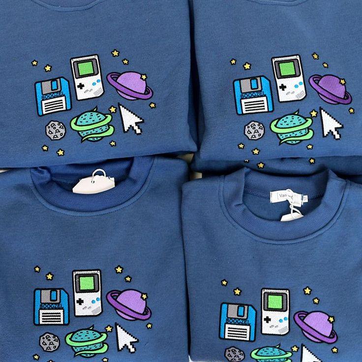 Pixel Universe Sweathirt t-shirt boogzel apparel