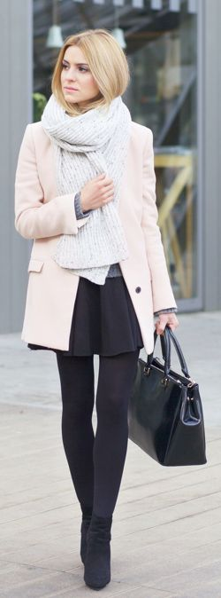 Katarzyna Tusk is wearing a Zara coat, a grey Valentini sweater and a skirt from spódnica