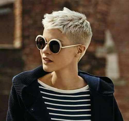 Coupes de cheveux courts brillants pour les femmes aux cheveux fins