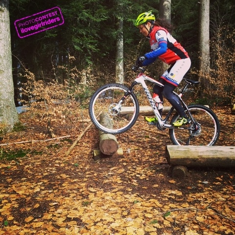 Rider: Sonja Guerrini | VOTE » www.ilovegirlriders.com/en/photo-contest-spring - #ilovegirlriders #iamagirlrider #ilgr #girlriders #photocontest #photo #contest #mtb #cycling #downhill #road #bmx