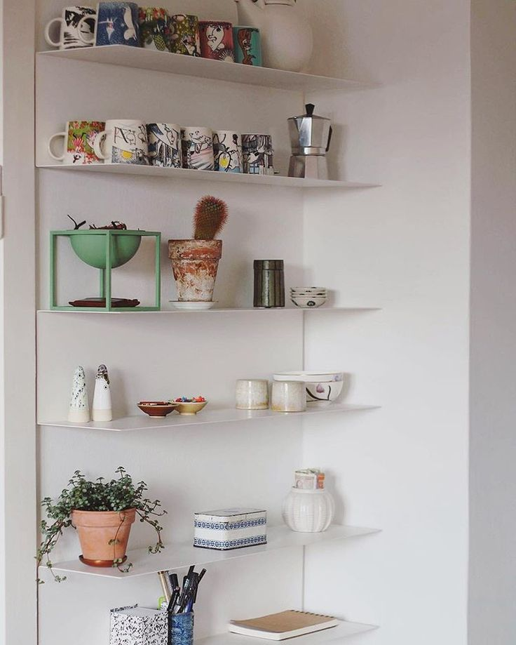 Pin by Ivyra on Wohnung in 2020   Shelves, Ikea studio ...
