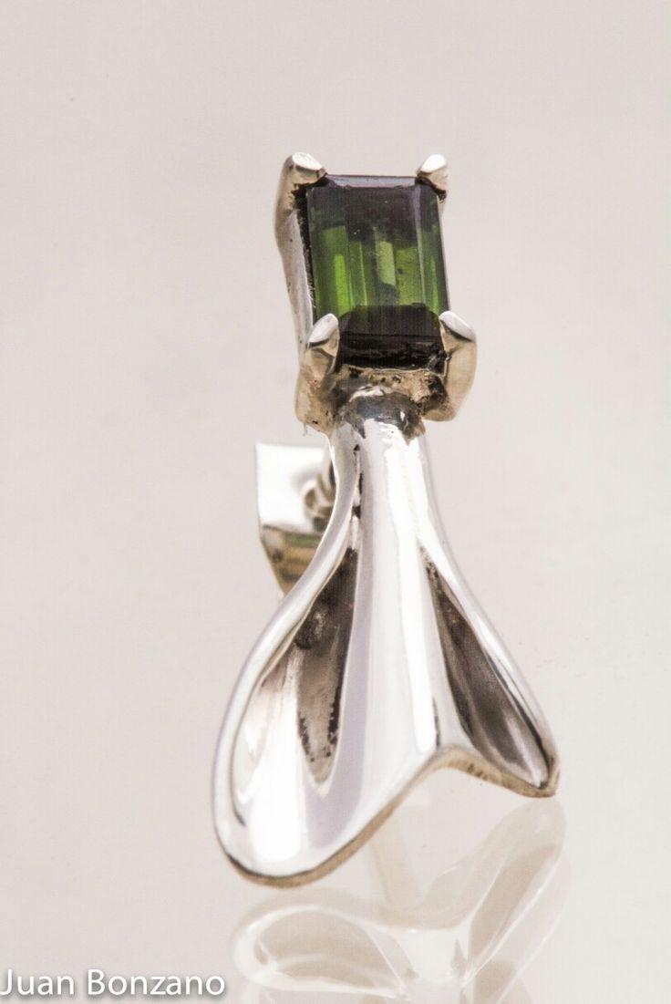 Detalle Aritos con Turmalina verde