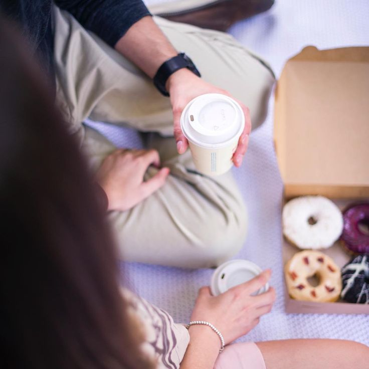 Really looking forward to sharing more for this super sweet #esession involving #donuts from @troudebeigne & #coffee! What a perfect way to spend a #fall evening in #Montreal, non? #engagementphotography #engagementphotographer #engagementideas #montrealphotographer #montrealweddingphotographer www.lindsaymuciyphotography.com