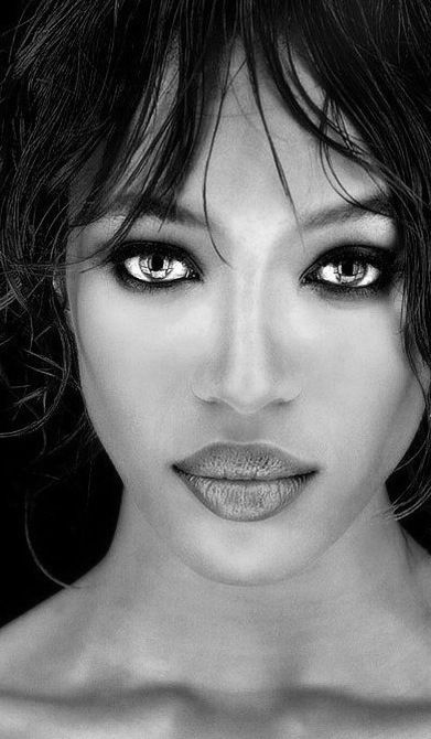 Naomi Campbell - nice closeup