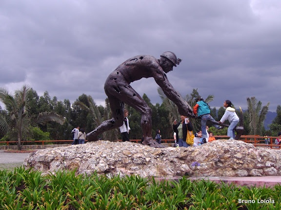 Catedral de sal - Colombia - the memorial sculpture, a minor, above ground on the site of the caves
