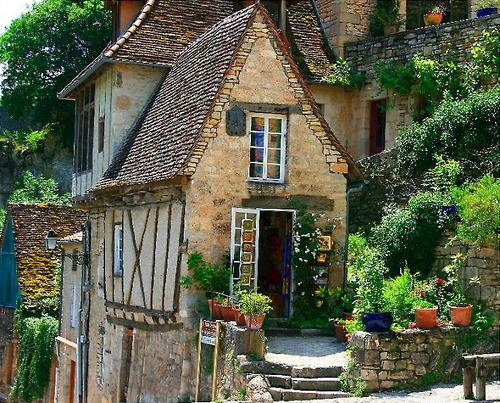 128 best tudor style images on pinterest for Small french country cottage