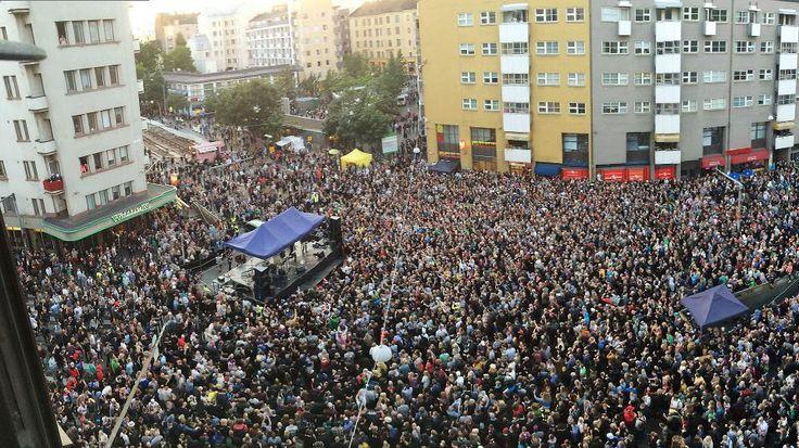 Lauantai-iltana Helsingin Kurvissa oli poliisin arvion mukaan kymmenentuhatta juhlijaa. Kallion kaupunkifestivaali Kallio Block Party järjestettiin viidettä kertaa.