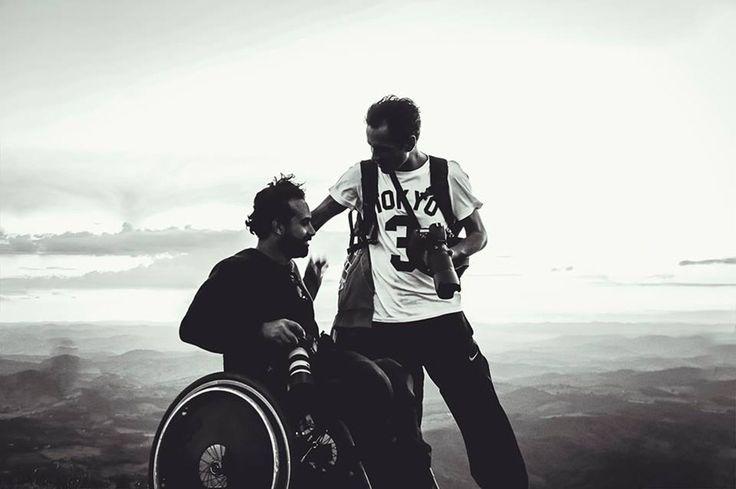 Fot?grafos se re?nem em campanha por nova cadeira de rodas para colega de profiss?o