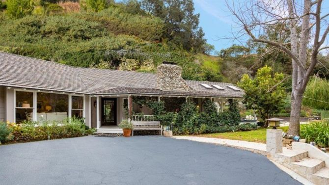 Amy Smart and Carter Oosterhouse List Beverly Hills Home