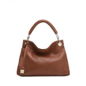 La borsa è l'accessorio più amato dalle donne e, se si tratta di borse in pelle, è anche uno dei più pregiati.