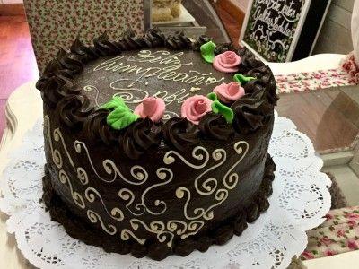 Torta de chocolate con flores de azúcar