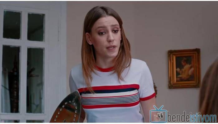 Star TV yayınlanan Medcezir dizisinde  Mira Beylice  karakterini canlandıran Serenay Sarikaya'nın,68. bölümünde giydiği kırmızı çizgili triko