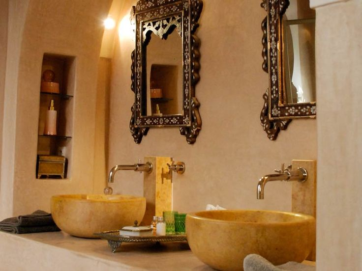 Bathroom style with inset shelving