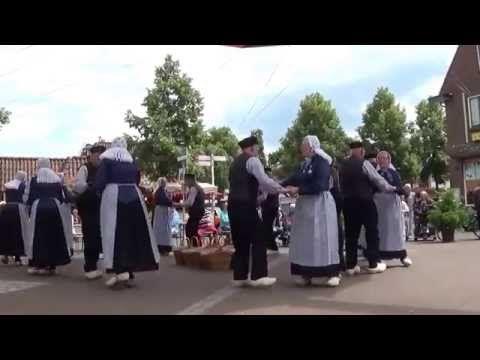 Klompendans uitgevoerd door Wi'j eren 't Olde. - YouTube