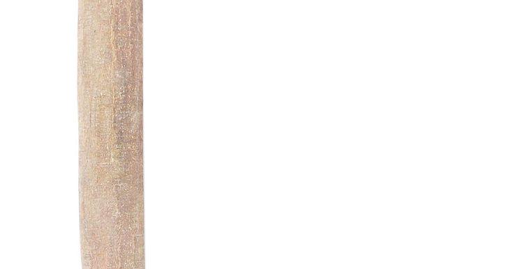 Herramientas manuales para carpintería. Las herramientas de carpintería de cualquier tipo tienen el mismo propósito básico: quitar madera. Esto incluye quitar una gran cantidad para darle una forma de esbozo a la pieza, o quitar para un acabado fino. Estas herramientas son usadas para construir estructuras, construir muebles o cualquier cosa que requiera quitar o darle forma a la ...