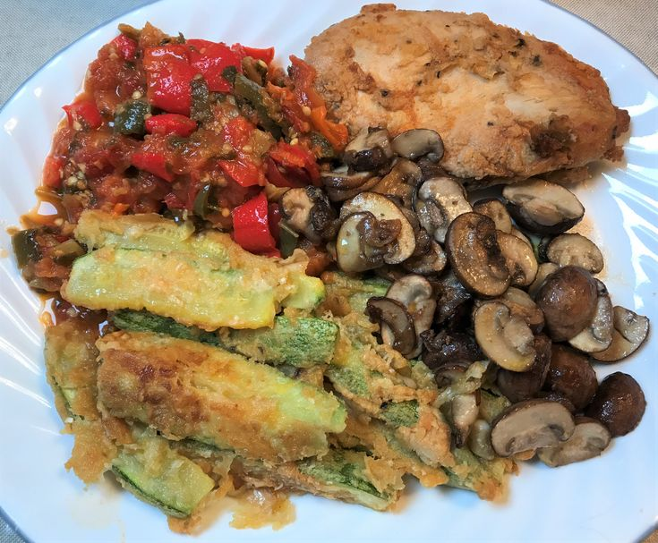 Grilled chicken, zucchini, mushrooms, vegetable mix with pepper, garden salad   – LOW CARB DIET RECIPES 7