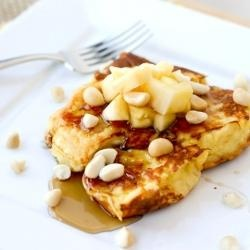 Hawaiian French Toast - so yummy looking!top with fresh pineapple and macadamia nuts with coconut syrup. Serve with fried spam