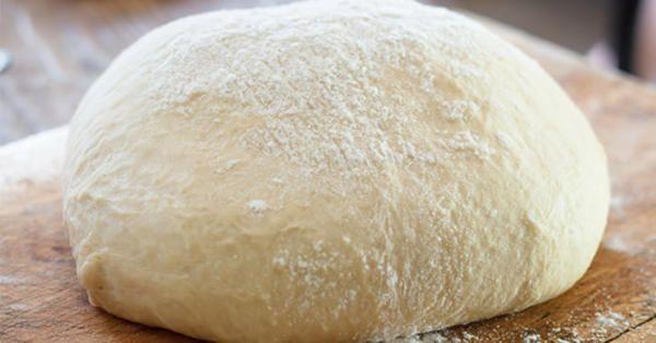 Ζύμη με γιαούρτι (τύπου «κουρού») φανταστική επιλογή για πεντανόστιμα τυροπιτάκια με μόλις 3 υλικά!