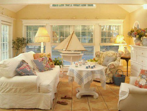 Cozy.: Waterside Cottage, Living Rooms, Livingrooms, Beach Decor, Decorating Ideas, Beach Houses, Family Room, Cottage Style