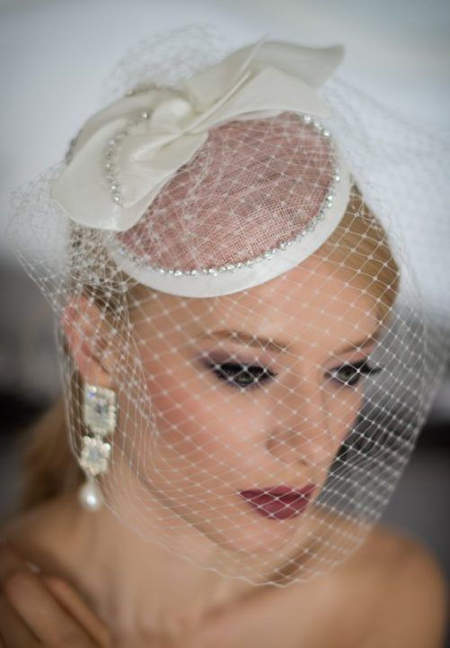 velletta b-colore per la sposa. Bridal hat