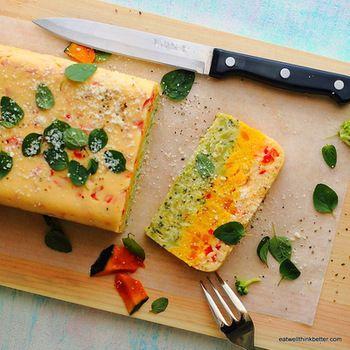 はんぺんを使う事でふわふわな食感に!3色のグラデーションがとても美しく、カットするのが楽しみになりそう。これなら、野菜嫌いなお子様も喜んで食べてくれそうですね♩