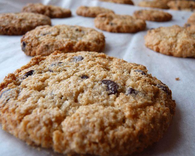 Çok lezzetli ve düşük kalorili çikolatalı kurabiye tarifi:  Malzemeler ½ su bardağı un 1 paket kabartma tozu 1 paket vanilya 1 çay kaşığı tarçın 2 çorba kaşığı esmer toz şeker 1 adet yumurta 40 gr damla çikolata 2 su bardağı yulaf ezmesi 1 tatlı kaşığı rendelenmiş taze zencefil 60 gr tereyağı, oda ısısında yumuşamış…