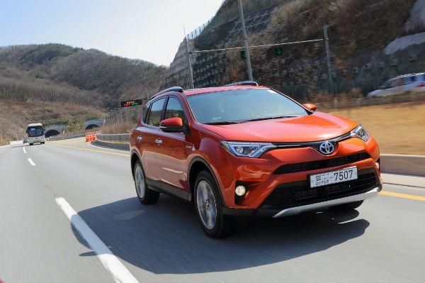 [시승기] 세단 같은 SUV…토요타 '올 뉴 라브4 하이브리드' - 한국스포츠경제