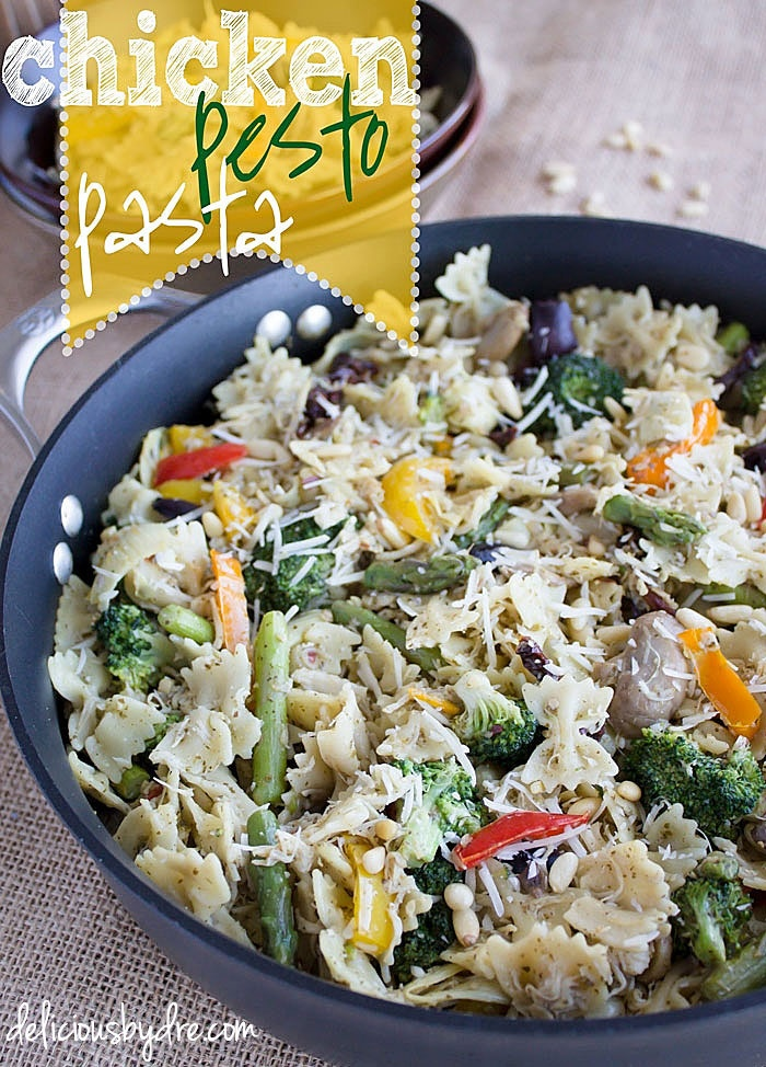 chicken pesto pasta recipe...healthy food, italian style! use red bell peppers and it becomes the perfect easy holiday meal with red & green veggies!