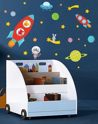 Яркие стилизованные наклейки на тему космических путешествий украсят стены комнаты, двери шкафа или потолок в комнате юного искателя приключений, будущего космонавта!