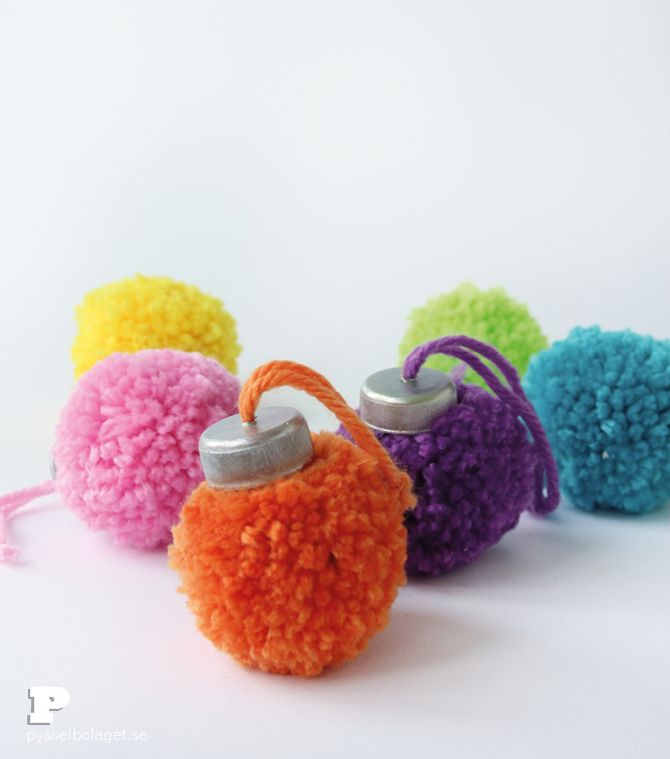 Make Pom Pom Ornaments for Christmas - Pysselbolaget - Fun Easy Crafts for Kids and Parents