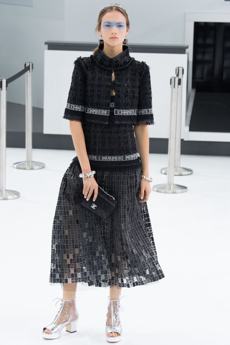 Chanel Spring 2016 Ready-to-Wear Fashion Show
