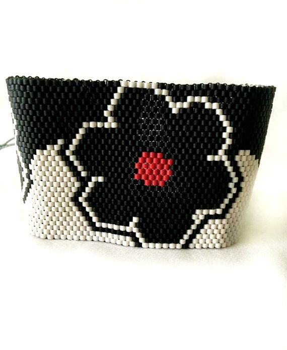 Black Flowers beaded bracelet
