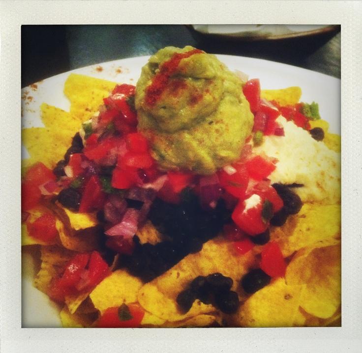 Manna Londen nacho's: zwarte bonen, salsa, roomkaas en guacamole