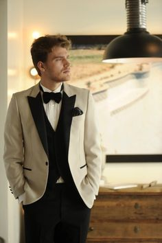 結婚式のタキシード店って、基本テカテカなシルバーか白・黒のモーニングばかり。ほしい!と思うタキシードに出会っていますか?新郎様も現実的かつお洒落かが重要ですよね!そんな新郎様ありますよ!おしゃれショップ「トリートドレッシング」を見ていきましょう!! 「トリートドレッシング」って? モデルの梨花さんが結婚式で着たことから人気に火が付いた「トリートドレッシング」! ドレスショップとして花嫁さんはご存知かもしれません! で・す・が…注目いただきたいのはこちらのショップのタキシード!! とってもハイセンスでお洒落なものばかり!!誰よりもかっこよくなっちゃいましょう☆ http://www.treatdressing.jp/ttd/mens/  出典:http://treatdressing.jp  表面的な華やかさを演出するために化学繊維で飾られた洋服は、もはやそれを着用する人のことを 考えたものではなくなってしまっているのです。 THE TREAT DRESSINGが提案するものは、非日常でありながら、心地の良いもの。…