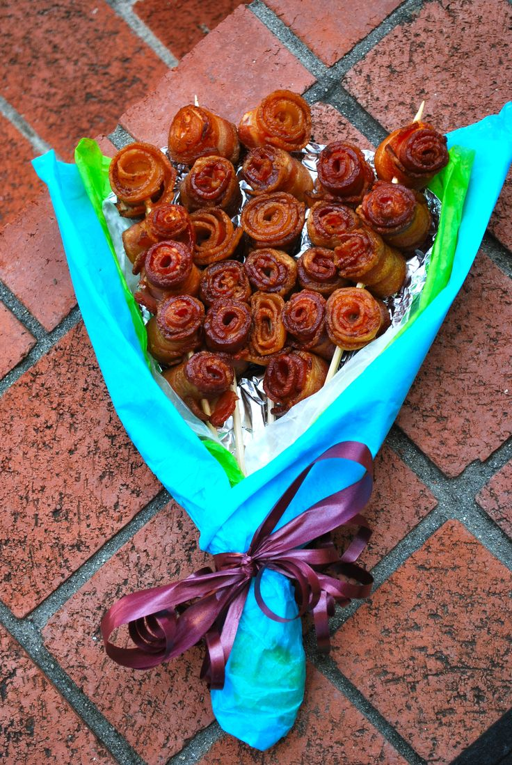 The Bacon Bouquet - what a guy gift! (altho' I wouldn't mind getting one. . .)