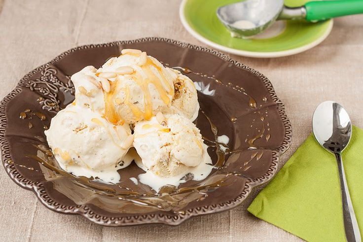 Cinnamon Gelato with honey and pine nuts