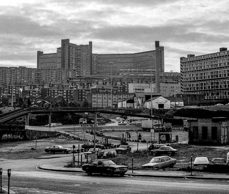 Park Hill and Hyde Park Flats, Sheffield, 1983  (Photograph: Alan Burnett)  (Source: dailyphotoblog.blogspot.co.uk)