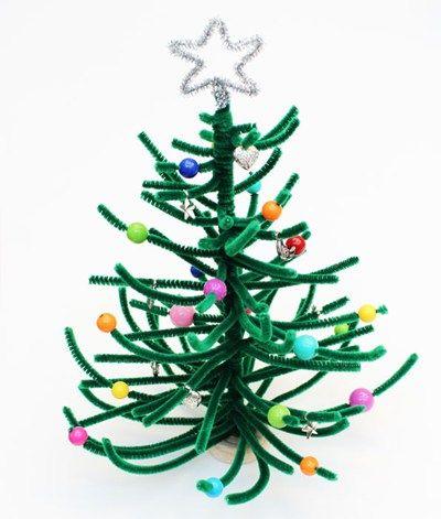 Gör en söt liten julgran till t.ex. dockskåpet av piprensare och pärlor | pipe cleaner and bead christmas tree