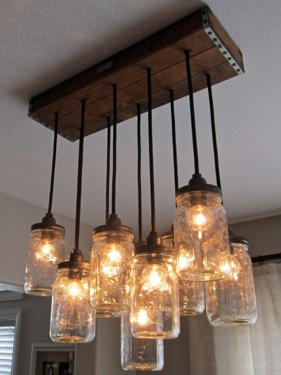 Handcrafted frasco colgante araña de luces, en un pabellón rústico cajón de madera de estilo vintage