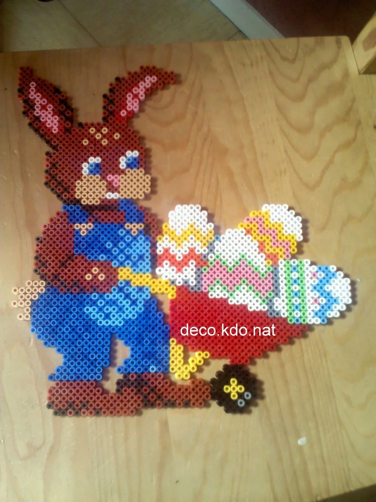 Easter bunny hama perler beads by Deco.Kdo.Nat http://www.creactivites.com/234-plaques-perles-a-repasser-midi-hama