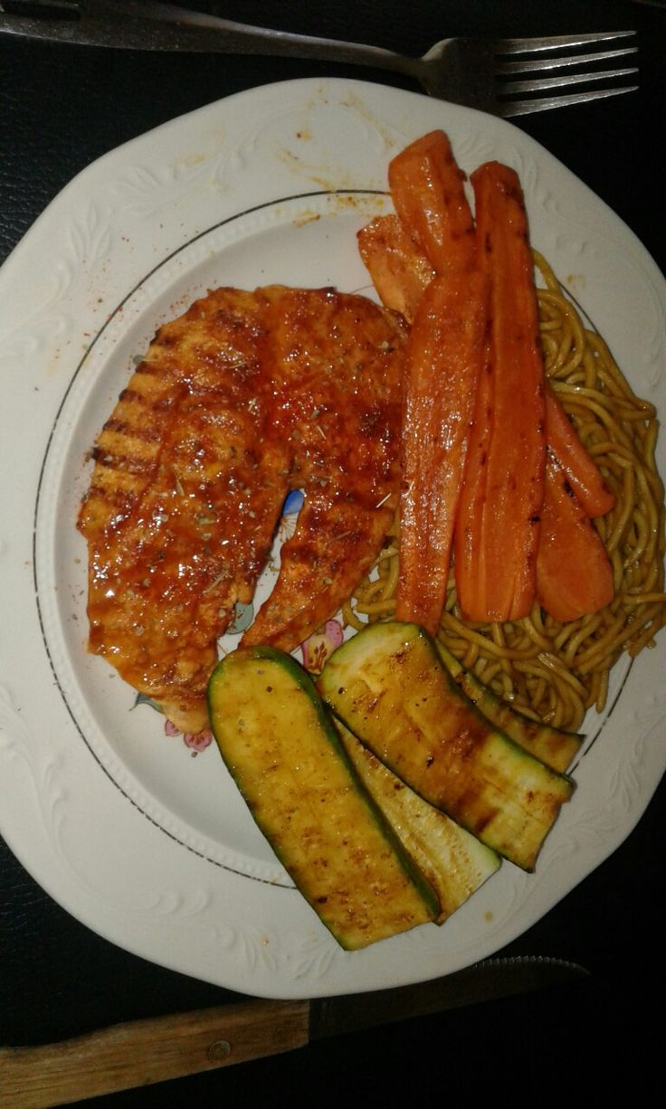 Grilled chilli chicken with noodles
