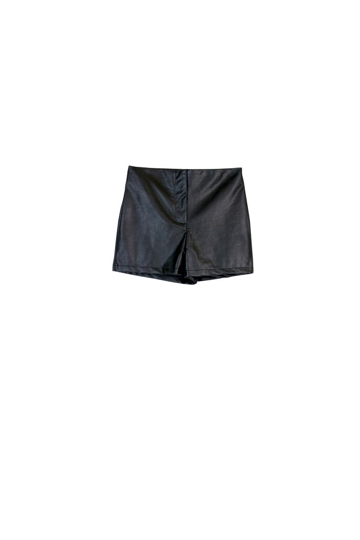 Shorts for Fall = yes! Pair these with textured tights. #fall #trends #costablanca #CBFallSpree @robert van
