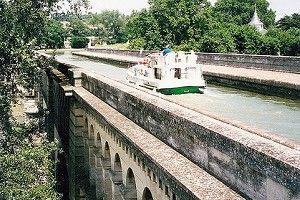 Mit dem Hausboot über den Canal du Midi bei Béziers (Frankreich)