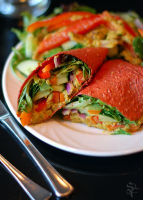 Tomato with Red Pepper Hummus Wrap: break out the dehydrator, this one's a keeper! (raw, vegan)